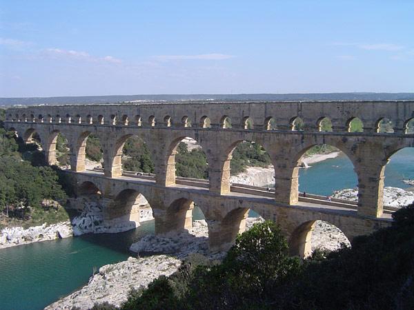 Le pont du Gard (Wipkipedia)
