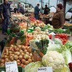 10. Cornichons salés au marché
