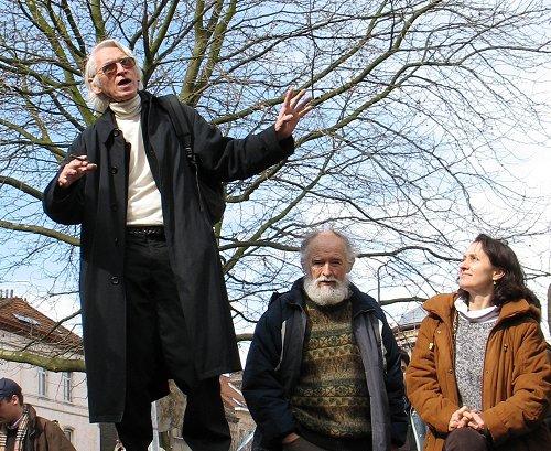 Henri Bernard lors de la plantation de l'arbre des habitants en mars 2006 (photo: Marc Faucon)