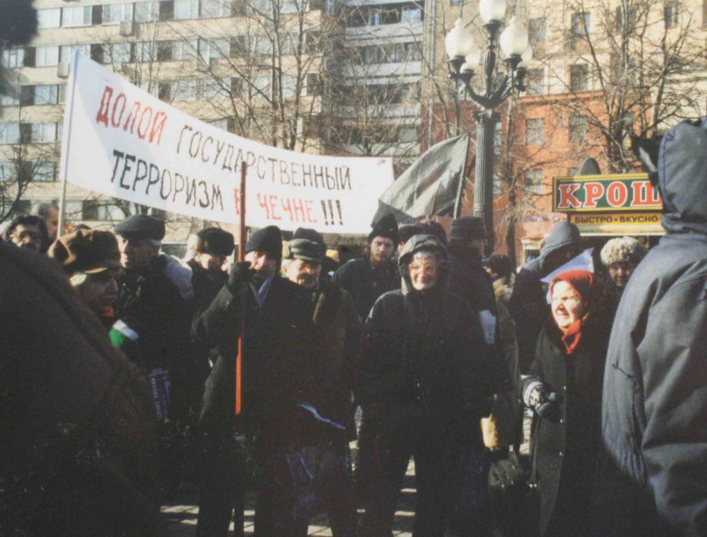 Piquet contre la guerre en Tchétchénie, Moscou , place Pouchkine, hiver 1999-2000, photo Nathalie Melis